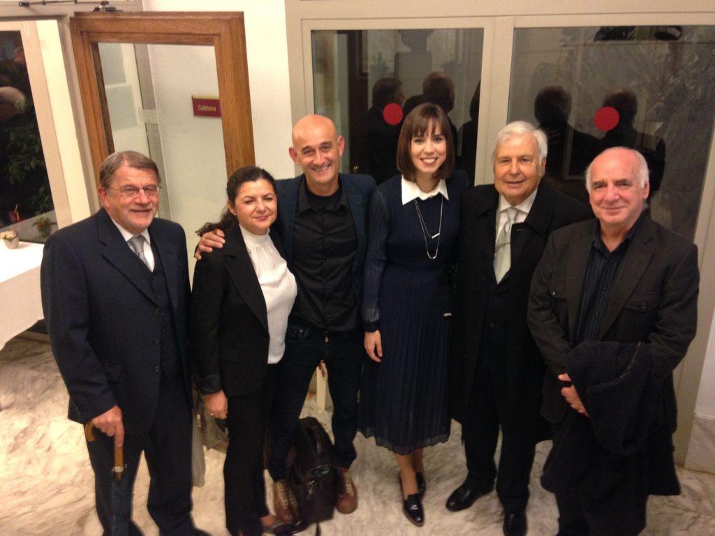 Peñín al costat de l'alcaldessa de Gandia Diana Morant, el regidor de Cultura Joan Muñoz, el president del CEIC Rafael Delgado i la historiadora de l'Art i membre del CEIC Mar Beltran