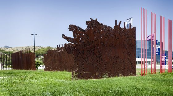 """Escultra """"25 d'abril"""" d'Antoni Miró"""