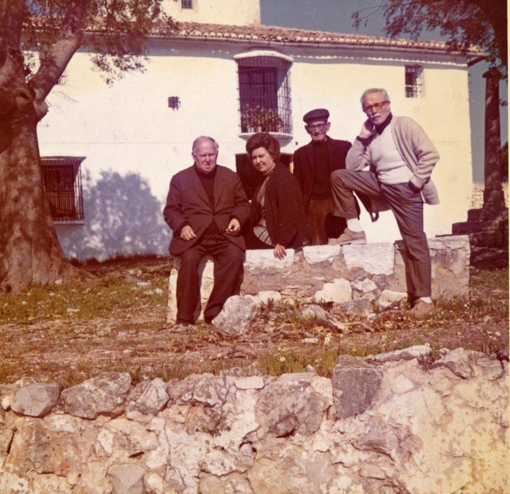 Visita de Juan Gil-Albert a l'ermita de Llutxent, 1973