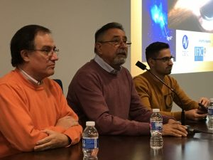 El Dr. Aparisi amb els organitzadors del Cicle, Joaquin Grau i Enric Marco