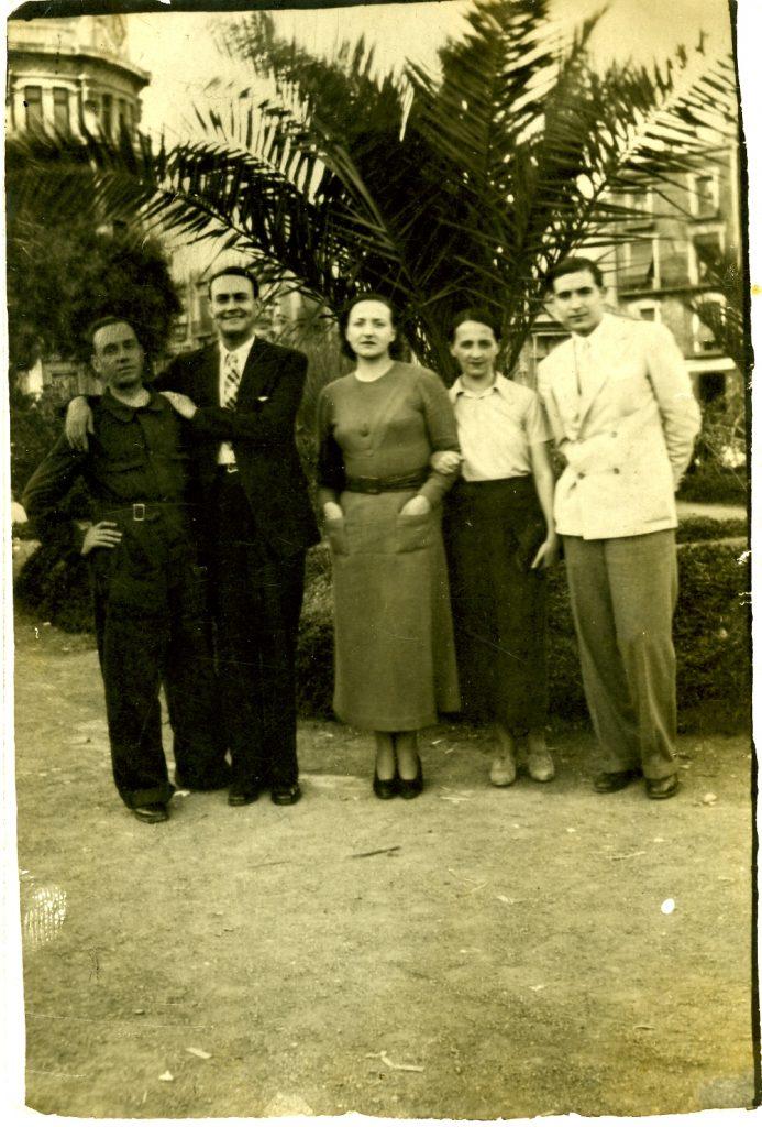 València 1937, començant per la esquerra: miliciano, Juan Chabàs, Araceli Zambrano, María Zambrano i Manuel Rodriguez Aldave.