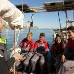"""Estudiants  participant en les activitats al port i al vaixell """"Belharra"""""""