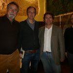 Ximo Grau i Enric Marco encarregats de organitzar la Setmana flanquegen al direector del CEIC, Lluís Miret i al conferenciant J.M. Mulet, Dr. en química i investigador a l'Institut de Biología Molecular i Cel·lular de Plantes (IBMCP).