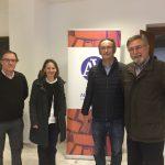Maite Sunñer al costat del director del CEIC, Lluís Miret i els organitzadors de la Setmana i membres del Ceic, Ximo Grau i Enric Marco