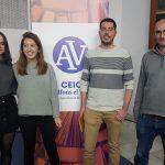 Marta Miñana, Paula Soler i Joan Arjona al costat del director del CEIC, Lluís Miret