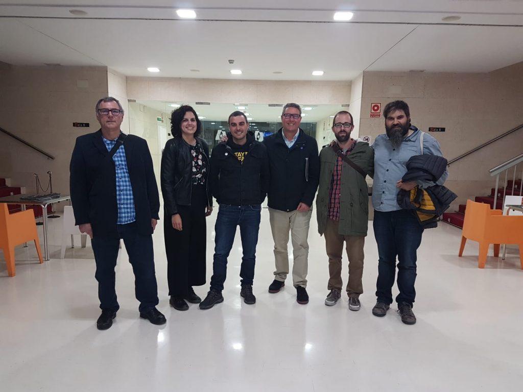 Xavi Rodenas regidor responsable  de Patrimoni,  Lluís Romero i Boro Mañó, del CEIC amb  Maria Llinares, Aitor  Noguera  i Joan Negre, de l'equip realitzador del documental: Quan el mal ve del cel.